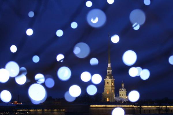 圣诞装饰灯下的俄罗斯圣彼得堡