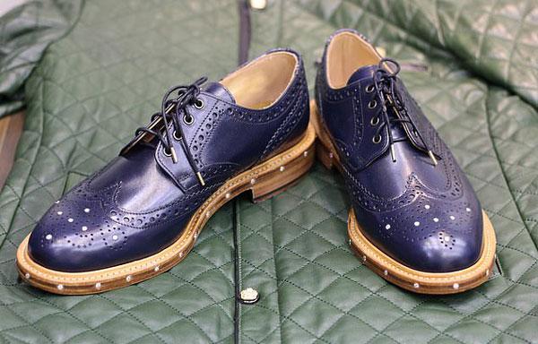 英国最贵的鞋:镶有68颗钻石鞋带头用黄金包裹