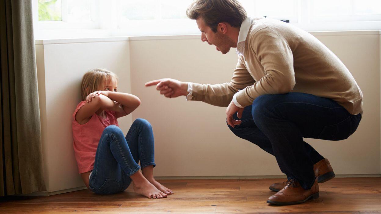 """""""有毒""""父母无形毁掉孩子一生"""