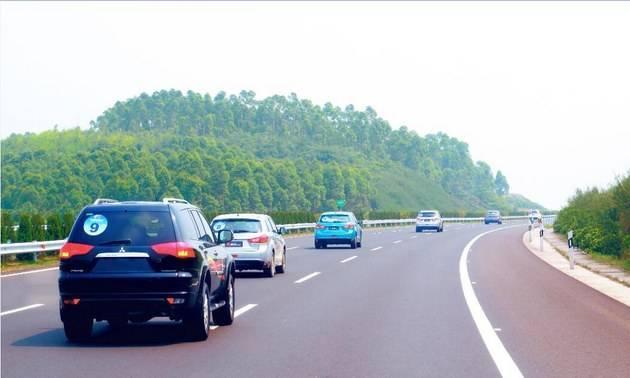 男子闯入高速路被撞身亡:司机担责四成,高速公路无责