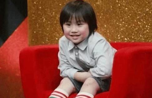 他2岁拍戏养家, 供父亲挥霍后妈整容, 今皮肤溃烂无钱医治