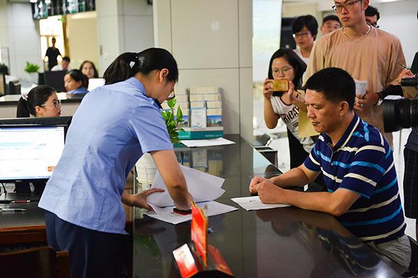"""浙江""""最多跑一次""""立法:法治助力改革,让改革有法可依"""