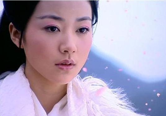 34岁亿万身家的她,连王思聪都惹不起,金星手撕后乖乖道歉