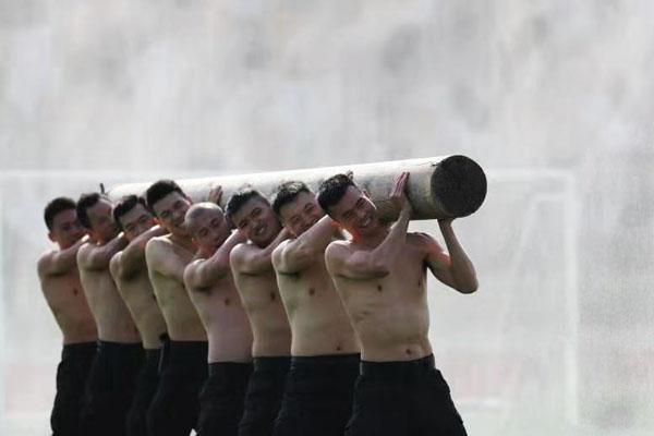 """成都黑豹突击队开展全封闭""""魔鬼式""""大练兵"""