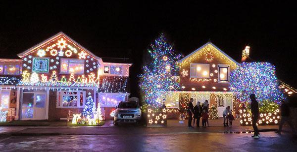 英国一街道坚持慈善传统 点10万盏圣诞彩灯筹款