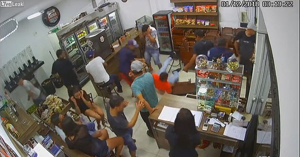 墨男子酒吧与人发生争执后反被缴械开枪打死