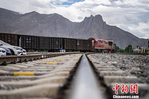 青藏高原铁路网格局渐成雏形:人尽其行 货畅其流