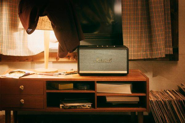 Stanmore II Bluetooth是Marshall家用音箱家族里众才众艺的一款,不论房间大幼均能适配。