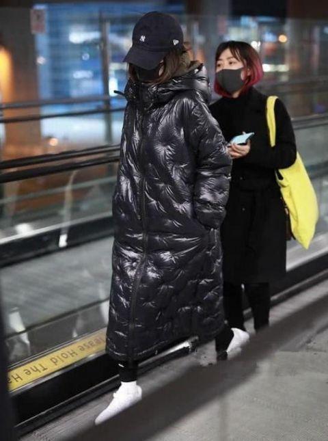 霍思燕现身机场,一身粽子似的打扮,清新接地气!