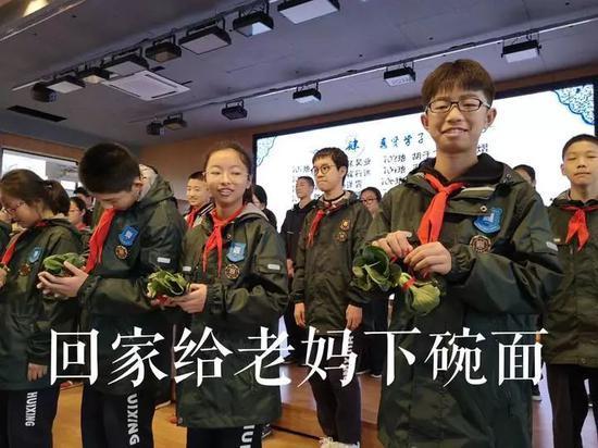 杭州一中学老师给优秀学生发高科技青菜 原因绝了