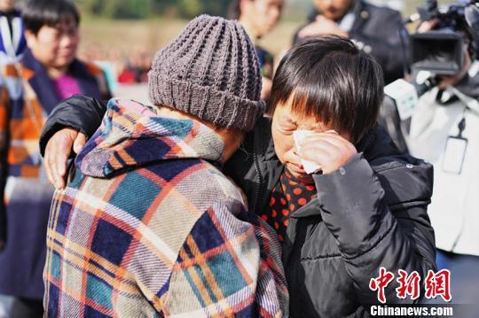 四川一女子17岁时被拐卖 26年后终与家人团聚