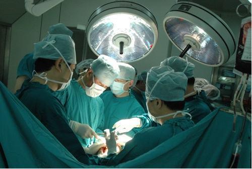 湖北一医院手术中涨价 患者因疼痛难忍告知卡密码
