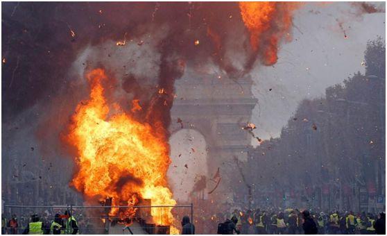 """等等,为什么法国乱了是""""骚乱"""",当年乌克兰乱了就是""""革命""""呢?"""