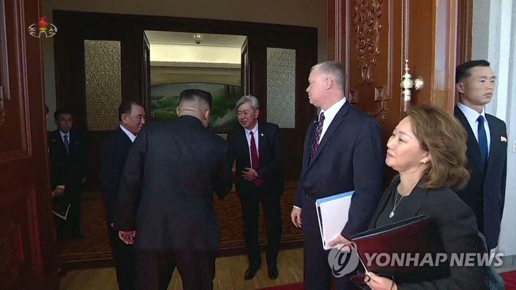 韩媒:美中情局官员与3至4名朝方官员3日在板门店会面