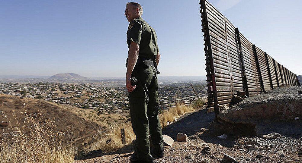 墨西哥官员:约800名移民在试图前往美国时被捕