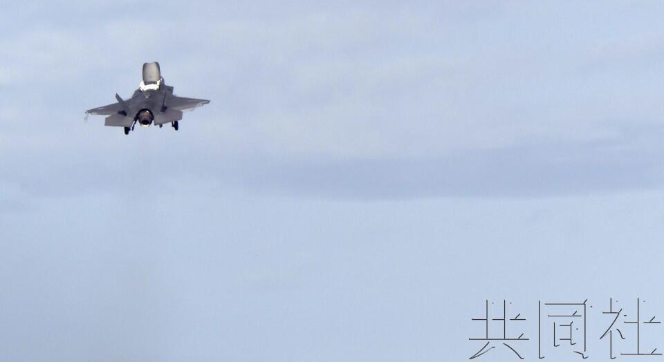 驻日美军F-35B战机首次飞至冲绳伊江岛机场上空