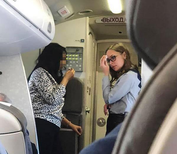 """俄客机空调发生故障 乘客遭遇2小时""""地狱飞行"""""""
