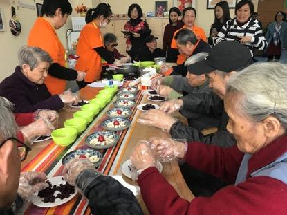 """党建服务促动社群创建 市民驿站成了老人的""""家"""""""
