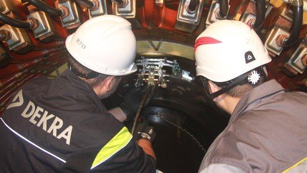DEKRA德凯萧山发电厂4号机组发电机定子膛内机器人检测项现在现场