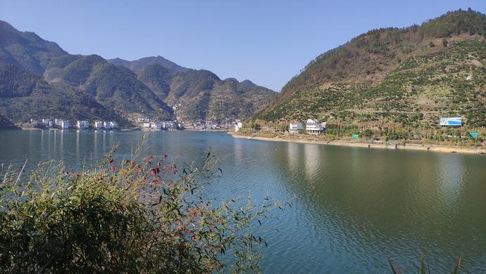 """杭州人将要喝上千岛湖的""""农夫山泉"""",别忘了新安江上这一跨越省界的试点"""