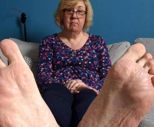 英国女子身高1.94米鞋码50 买双婚鞋需要8千元
