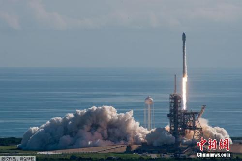 当地时间2017年9月7日,美国佛罗里达州肯尼迪航天中心,SpaceX成功发射美国空军的实验用无人太空飞机X-37B,标志着SpaceX成为除联合发射联盟(United Launch Alliance)以外,首家完成该任务的发射服务提供商。