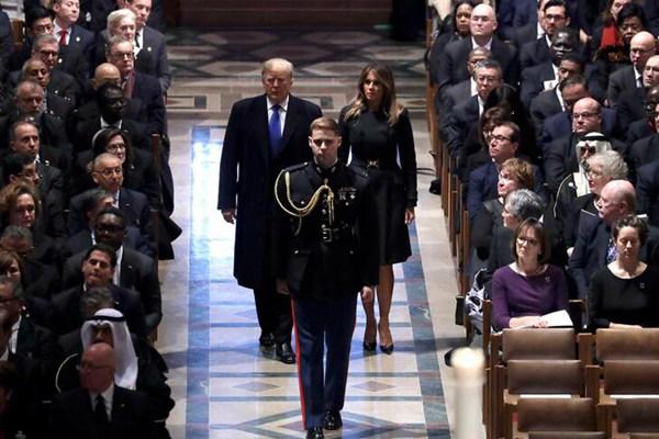 美国为前总统老布什举行国葬 特朗普夫妇、奥巴马夫妇出席