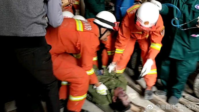 南昌一工地混凝土楼梯坍塌 致工人被埋压死亡