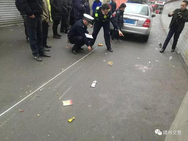 私家车司机操作不当撞伤6名小学生 肇事者也是家长