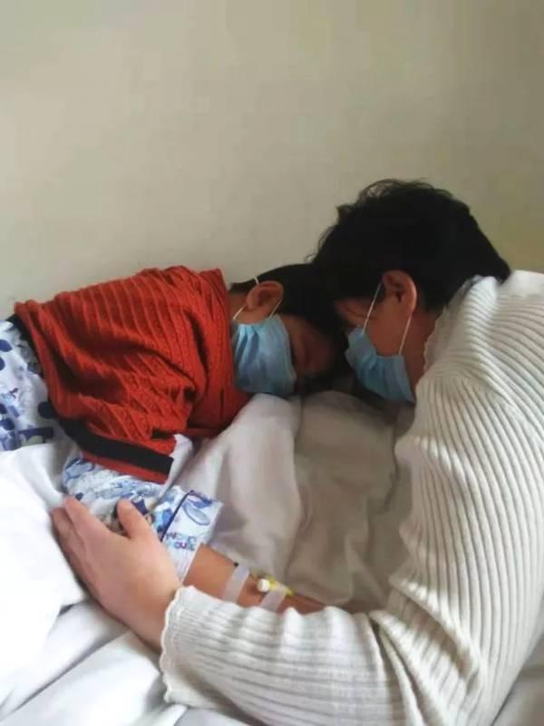 骨髓配型成功却无钱手术 14岁男孩央求爸妈:不治了
