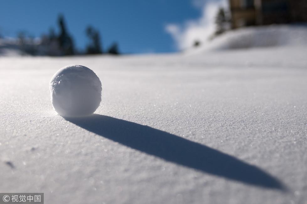 为能合法扔雪球 美国一小男孩要求修改当地法律