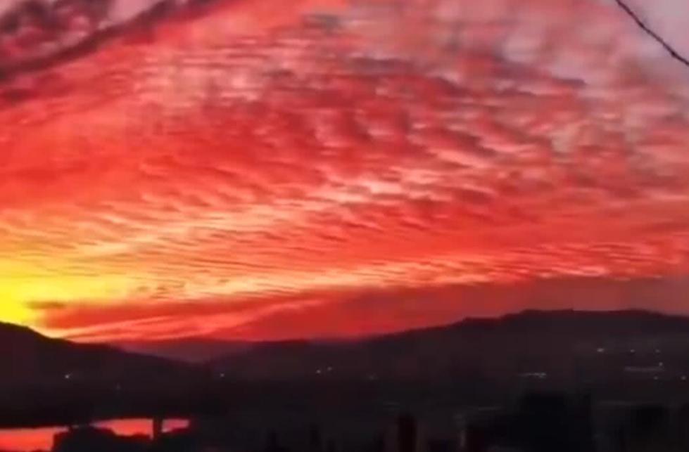 云南惊艳晚霞红遍半边天