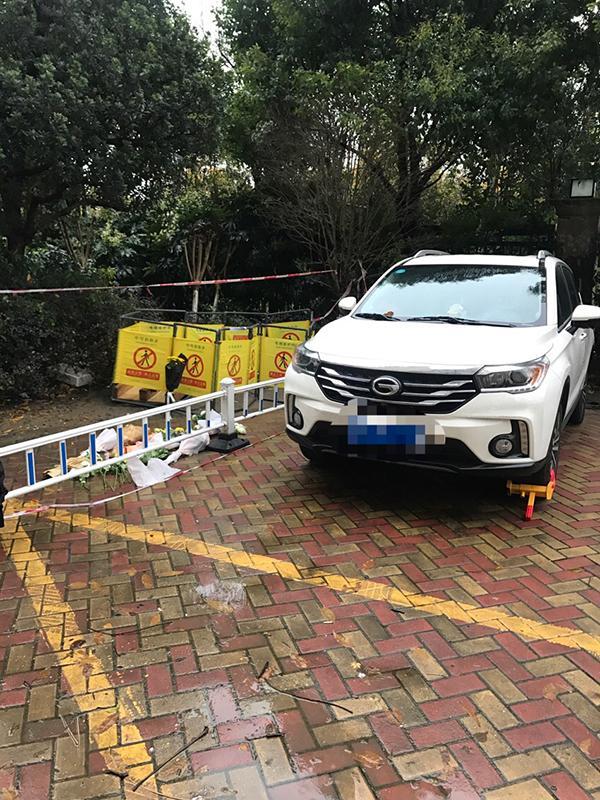 杭州孕妇掉入小区窨井身亡,厂商:草坪井盖装路边属安装不当