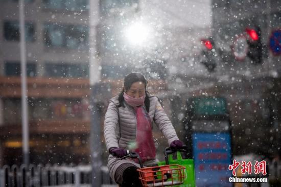 强冷空气继续影响中东部地区 南方地区多雨雪天气