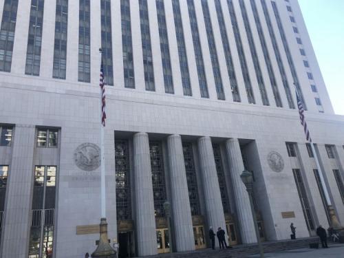 """南加大""""狼医案""""在洛杉矶地方法院开庭。(图片来源:美国《侨报》实习记者王珂莹摄)"""