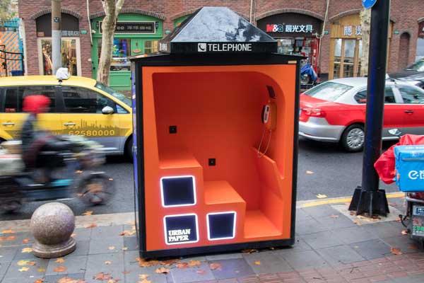 上海街头现升级版电话亭 充电、Wifi、休憩功能一个都不少!