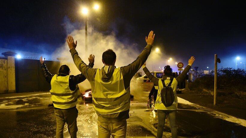 """""""黄背心""""运动给法国带来多方位影响 美媒称该国体制正陷入危机"""