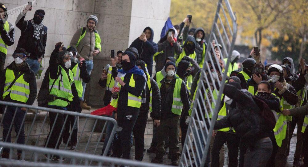 """""""黄马甲""""抗议继续 又有140多人在法国被警方拘留"""