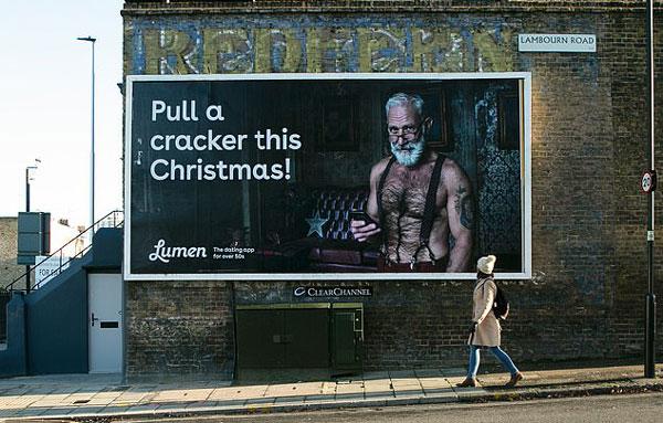 英约会软件标新立异 推出性感圣诞老人广告