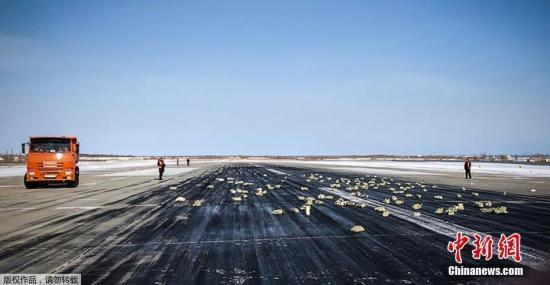 """俄一客机空调故障 乘客在""""桑拿房""""强忍2小时"""