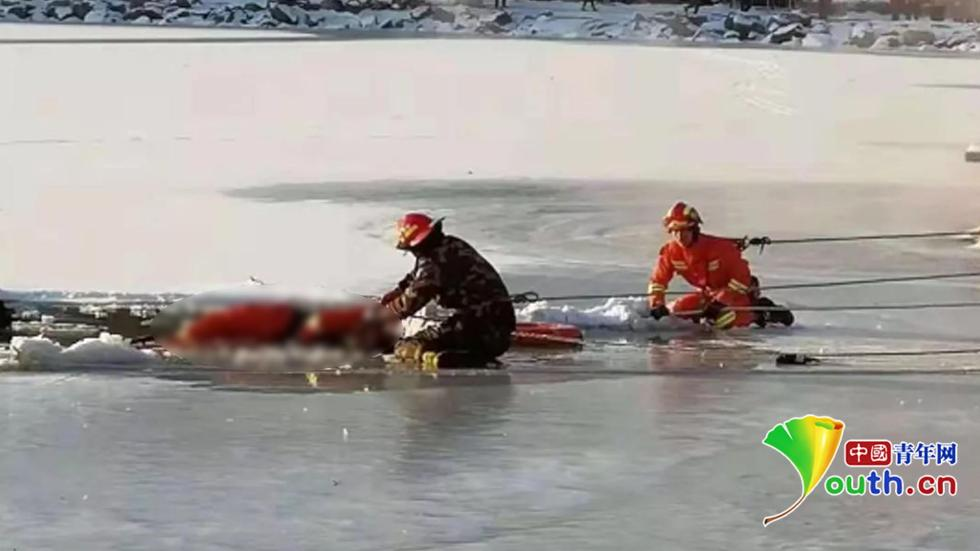 6旬老人冰面行走不慎落水 95后消防员救援时冰面坍塌牺牲
