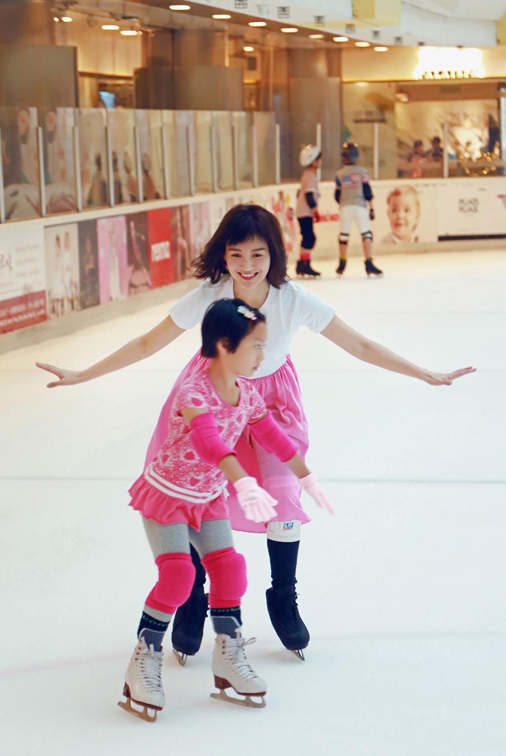 苏青化身冰上精灵享童趣时光,少女力MAX