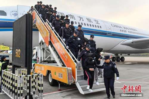 233名电信网络诈骗嫌犯从柬埔寨被押解回中国
