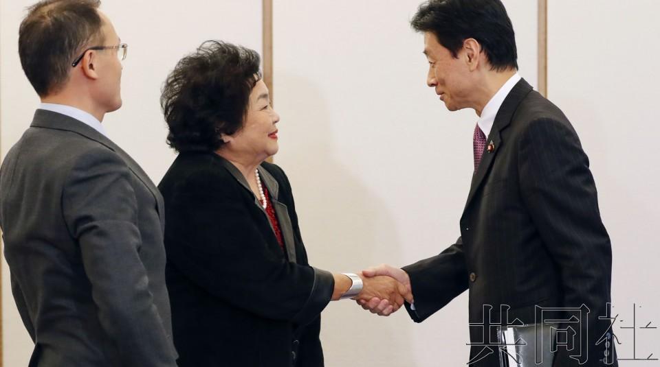 广岛核爆幸存者求见安倍遭拒 质疑:他真没时间?