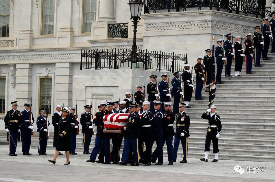 老布什的国葬!有欢笑有泪水,更有政治的恩恩怨怨