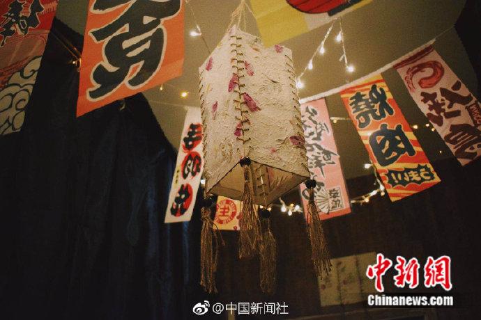 四川一高校学生将寝室打造成日式小酒馆