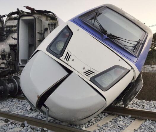 韩国高铁发生脱轨事故致至少14伤 原因正在调查中