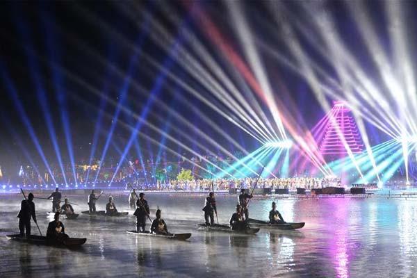 贵州黎平:侗年灯光秀 歌舞展非遗