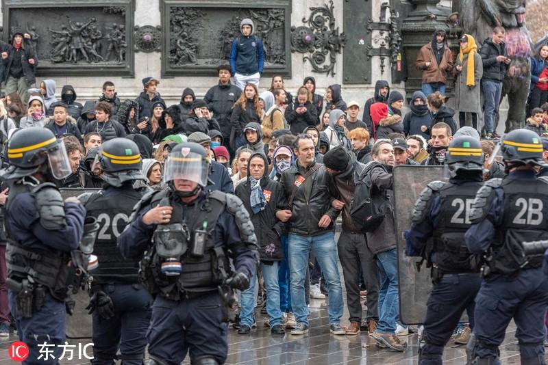 """278名""""黄马甲""""抗议活动参与人员被拘留"""