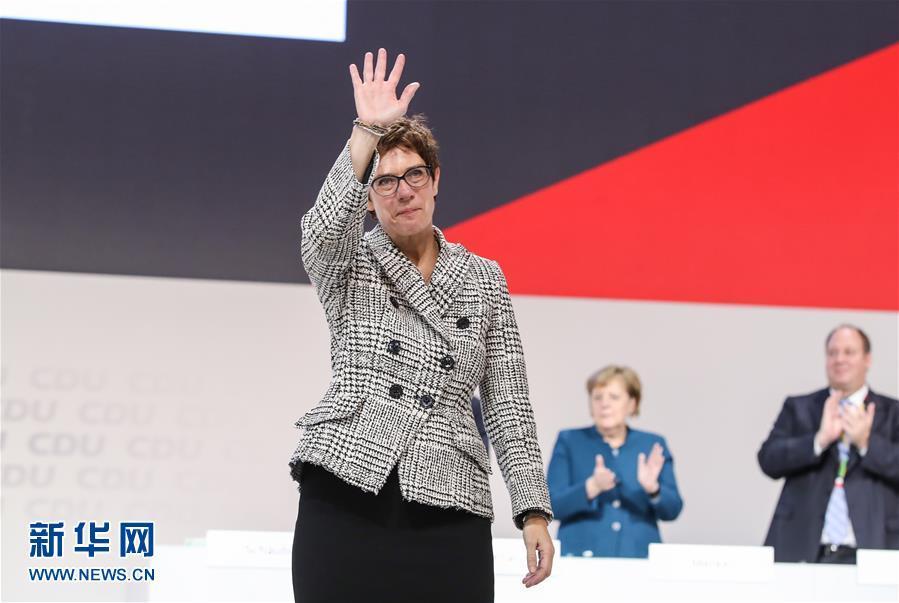 克兰普-卡伦鲍尔接替默克尔成为德国基民盟主席